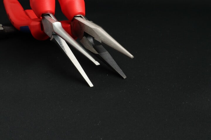 Gripping surface texture on long nose and needle nose pliers