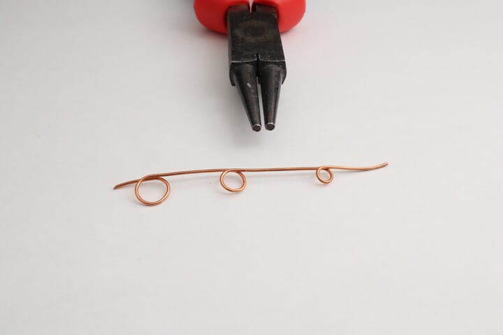 Wire loops of different sizes bent with round nose pliers